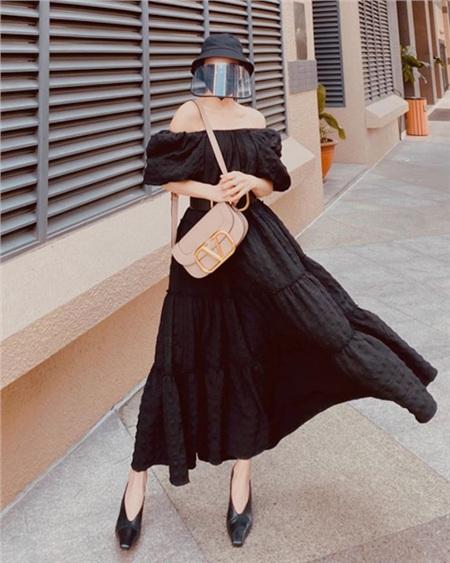 Thời trang sao Việt mùa dịch COVID-19: Hari Won chất không tưởng, Ngọc Trinh hở bạo bất chấp 16