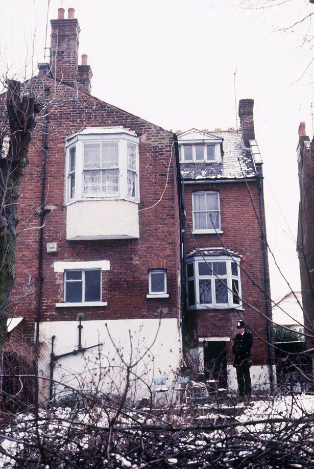 Nhà của Dennis.