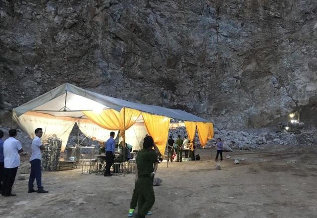 Không khí tang thương tại khu vực xảy ra vụ sập mỏ đá.