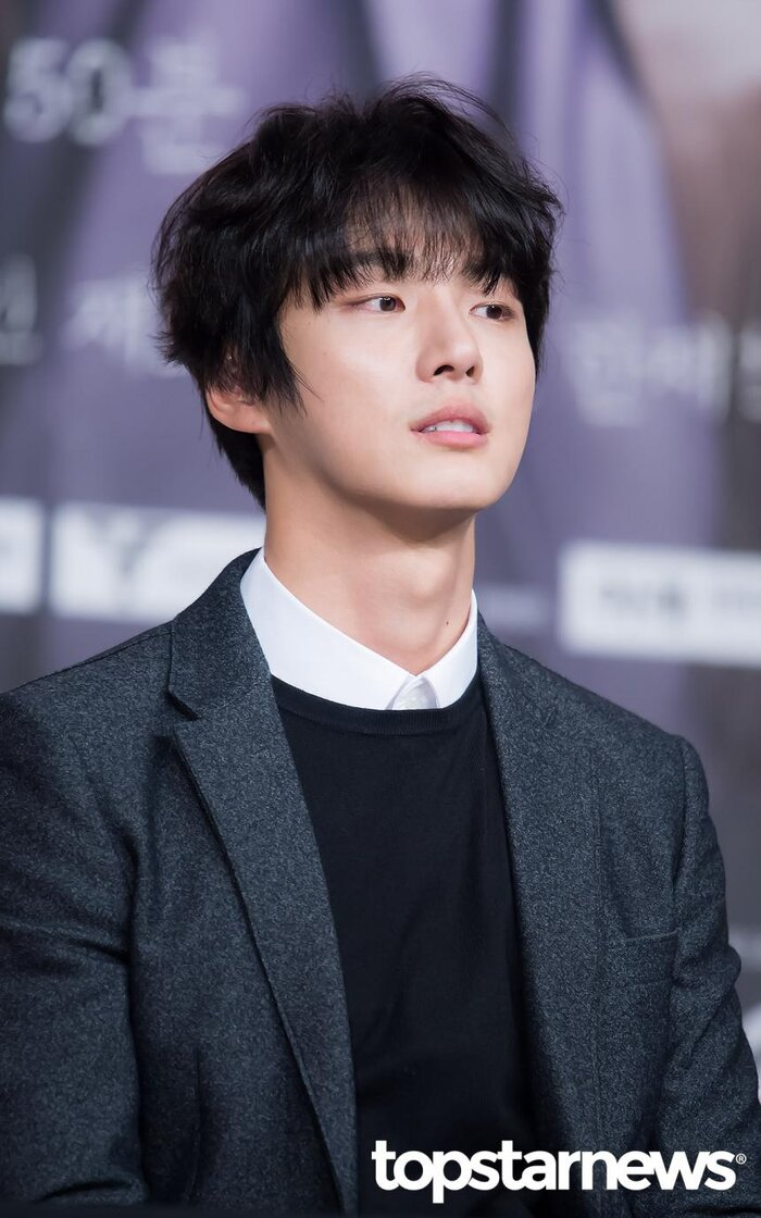 Yoon Shi Yoon.