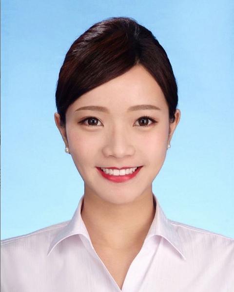 Trước đó, cô nàng từng gây chú ý khi là một nữ tiếp viên hàng không xinh đẹp