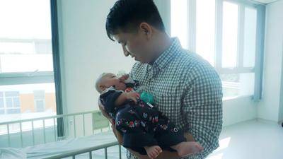 Vào viện nhi TP.HCM ghé thăm những em bé không có Tết