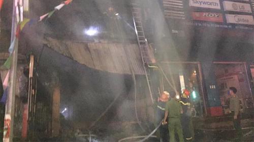 2 ông cháu mắc kẹt tử vong thương tâm khi cháy cửa hàng thiết bị ô tô