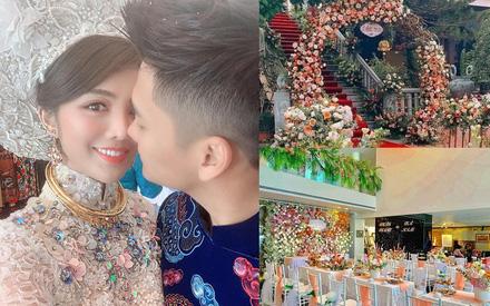 Ăn hỏi Rich kid Hà Thành chỉ 'sương sương' thế này thôi: Trang trí 100% hoa tươi trải dài, cô dâu vàng đeo không đếm xuể
