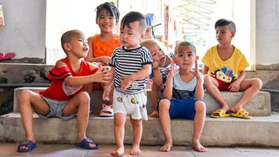 Ánh mắt cầu cứu của 29 đứa trẻ bị bố mẹ bỏ rơi, lớn lên trong vòng tay của người Thầy nơi cửa Phật
