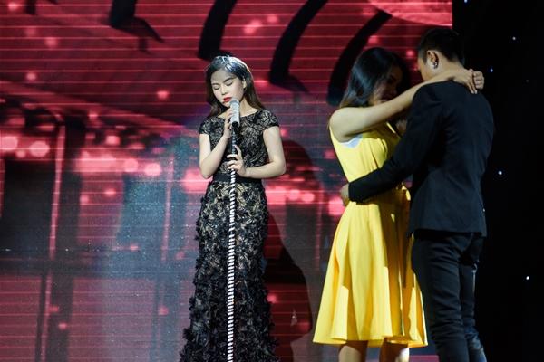 Giang Hồng Ngọc hóa thân thành thành nữ ca sĩ xinh đẹp hát vũ trường