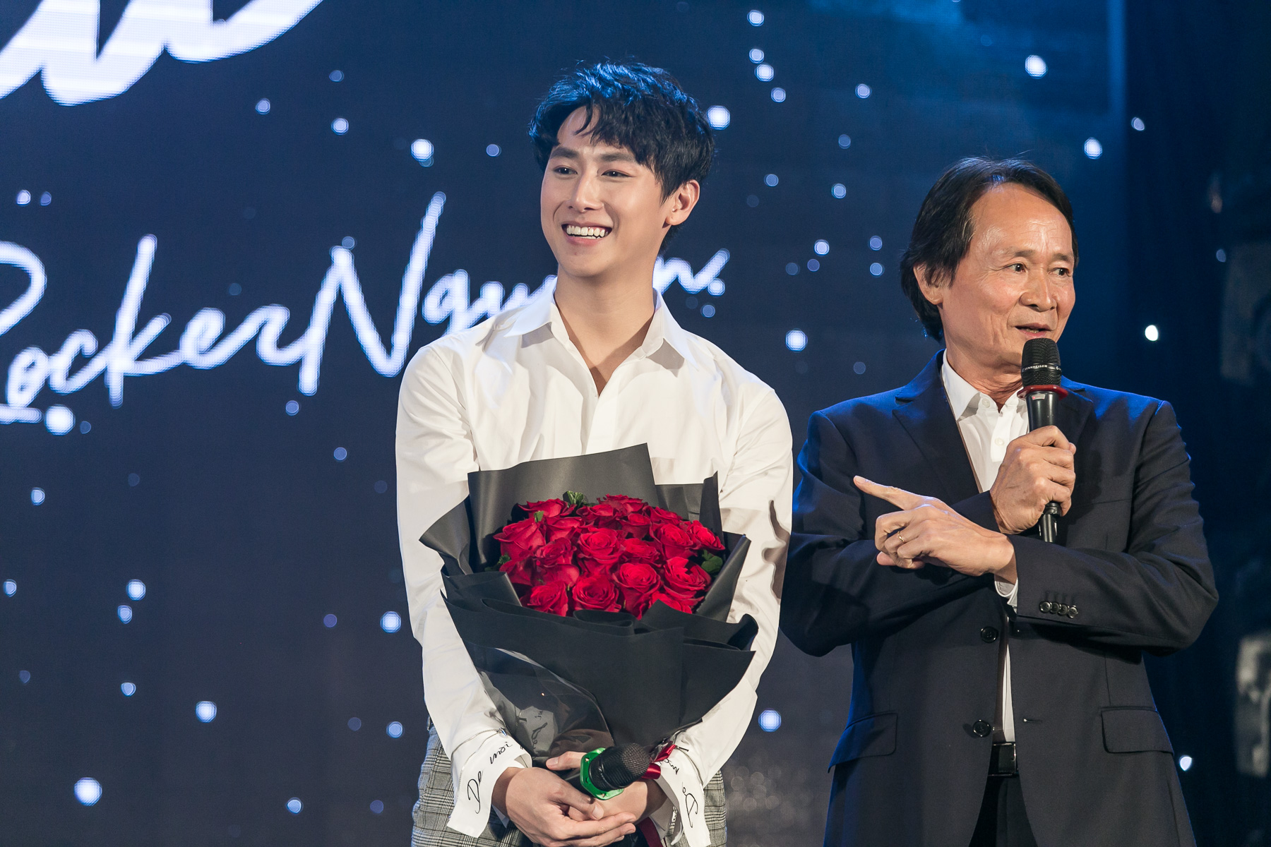 Sự xuất hiện của bố trong sự kiện đã mang lại cho Rocker Nguyễn nhiều cảm xúc. Chính bố là người truyền cảm hứng và hướng anh đến với con đường ca hát.