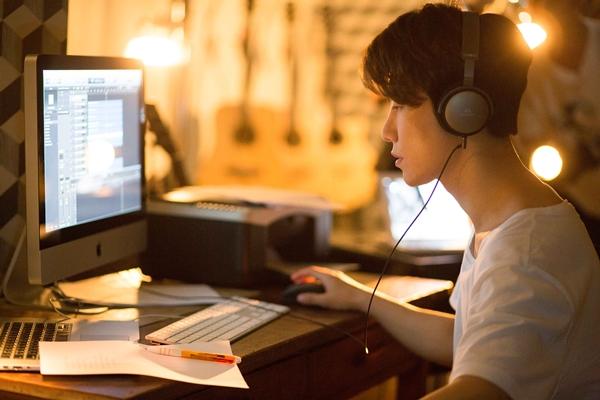 G-Feel (San E) - nhạc sĩ thiên tài của Hàn Quốc đang phải đối mặt với áp lực từ sự nổi tiếng.