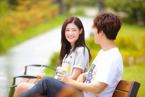 Chi Pu tiếp tục 'tấn công' showbiz Hàn với phim mới đóng cùng 'nữ thần' Jung Chae-yeon (DIA) 5