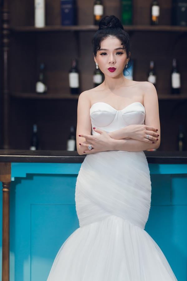 Kể từ đám cưới năm 2011, đây là lần thứ hai nữ ca sĩ Lệ Quyên 'chịu' mặc áo cưới để chụp ảnh.
