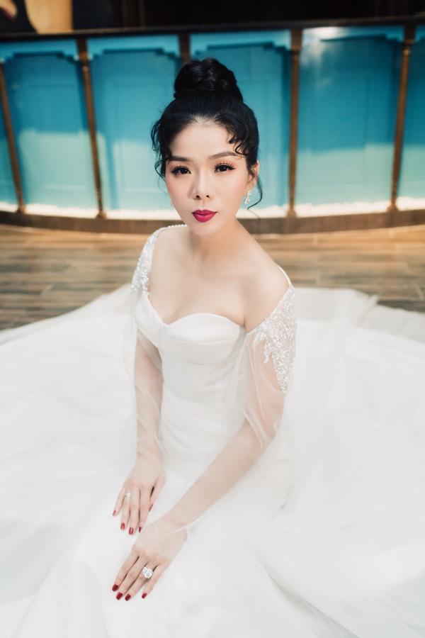 Sau nhiều năm mới khoác lại váy cô dâu, 'nữ hoàng bolero'tự nhận xét:Lệ Quyên thấy mình đẹp nhất vẫn là trong tà áo cưới.