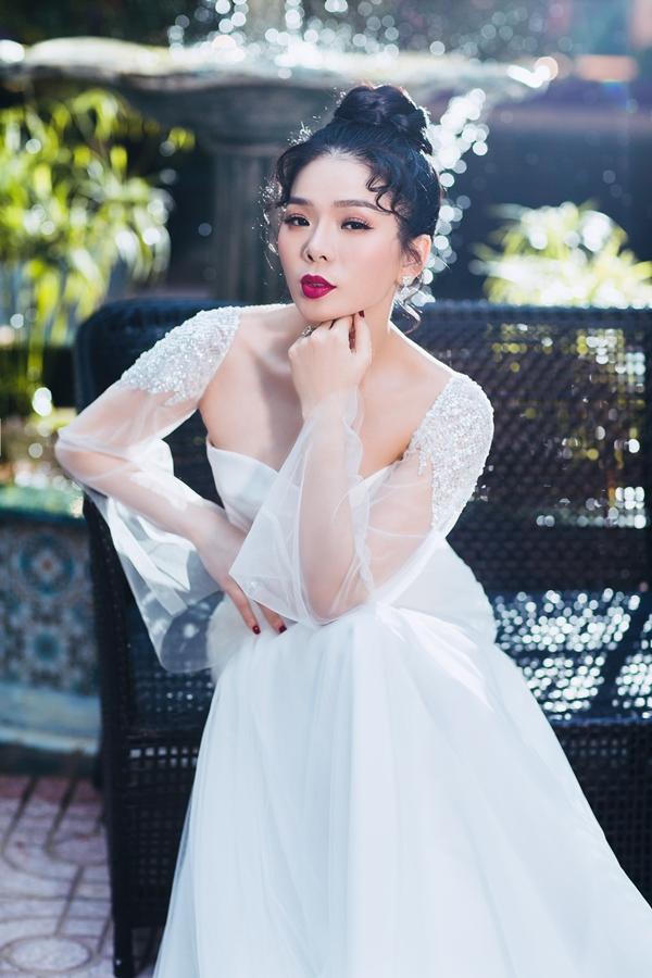 Còn nhớ, bộ ảnh chụp Lệ Quyên quảng bá cho album Lam Phương - Lệ Quyên cũng nhờ người bạn thântrong thời gian không tưởng. Thời gian từ khi 'thai nghén' đến khi thành hình cực kì nhanh.