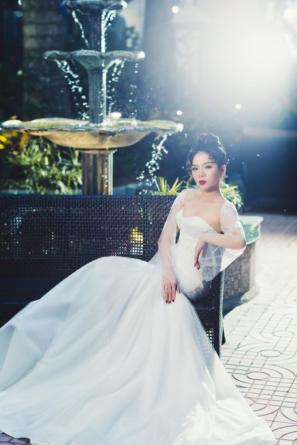 Lệ Quyên cho hay, mình từng bị nhận xétlà người lười chụp hình nhất showbiz Việt này. Lý giải cho điều này, Lệ Quyên tiết lộ, cô vốn ngại chụp hình.Không phảisợ xấu, màbởi cô kém thoải mái khi đứng trước nhiếp ảnh gia không hiểu mình.