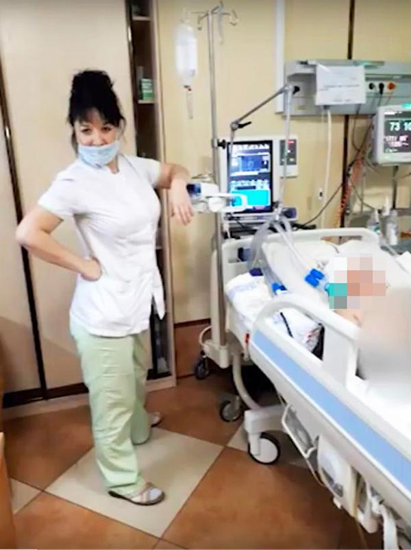 'Trào lưu' selfie cùng bệnh nhân gây phẫn nộ của bác sĩ y tá Nga 1