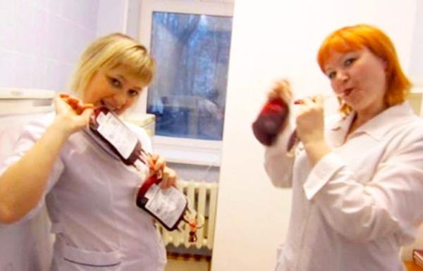 'Trào lưu' selfie cùng bệnh nhân gây phẫn nộ của bác sĩ y tá Nga 4