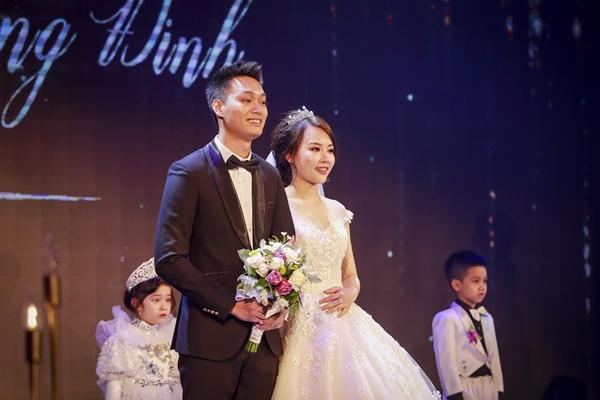 Nhật Anh Trắng hạnh phúc cùng cô dâu Trang Đinh trong ngày cưới 2