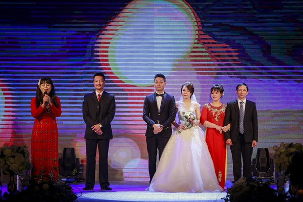 Nhật Anh Trắng hạnh phúc cùng cô dâu Trang Đinh trong ngày cưới 3