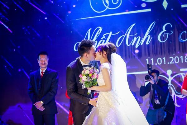 Nhật Anh Trắng hạnh phúc cùng cô dâu Trang Đinh trong ngày cưới 7