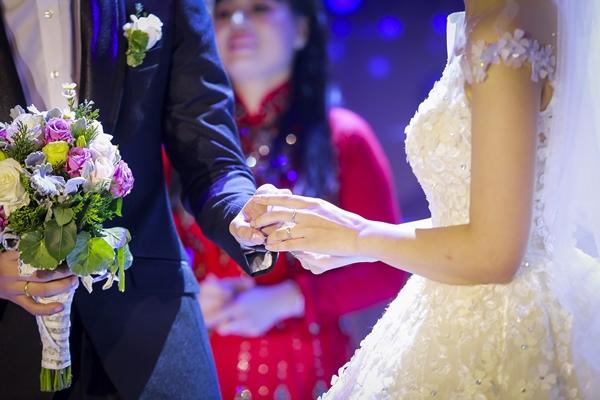 Nhật Anh Trắng hạnh phúc cùng cô dâu Trang Đinh trong ngày cưới 8
