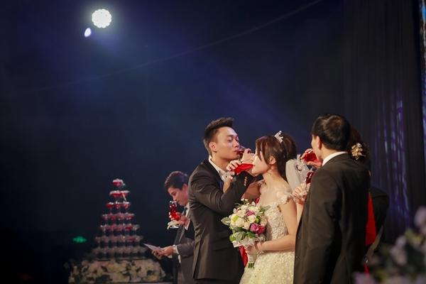 Nhật Anh Trắng hạnh phúc cùng cô dâu Trang Đinh trong ngày cưới 11