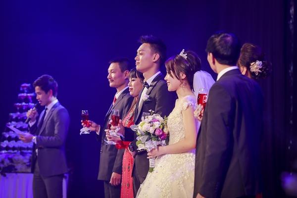 Nhật Anh Trắng hạnh phúc cùng cô dâu Trang Đinh trong ngày cưới 12