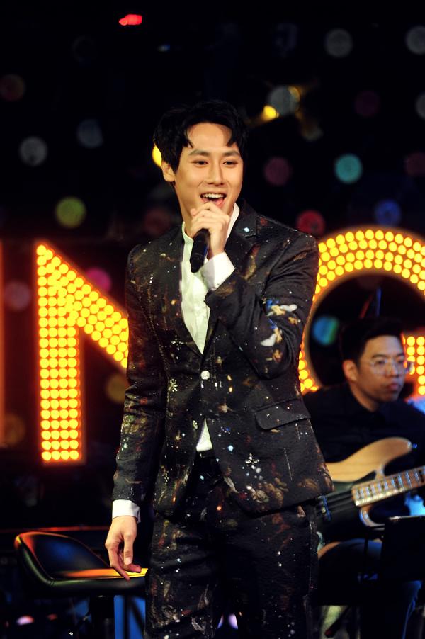 Rocker Nguyễn 'đốn tim' fan khi nói: 'Giọng hát không đủ ấm thì mình có thể ôm nhau mà' 0