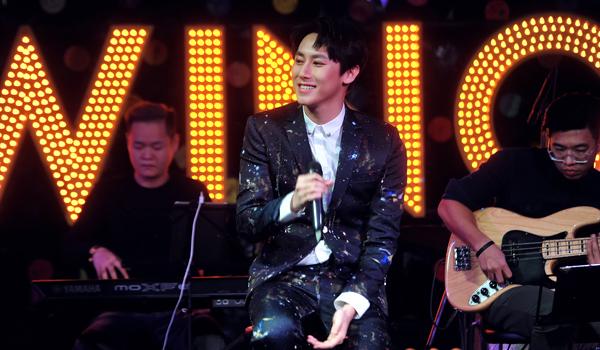 Rocker Nguyễn 'đốn tim' fan khi nói: 'Giọng hát không đủ ấm thì mình có thể ôm nhau mà' 1