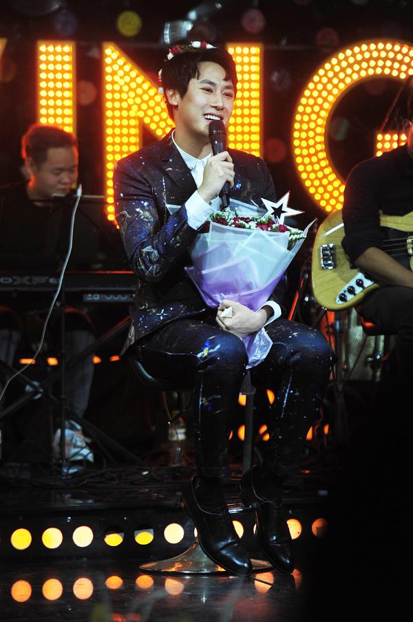 Rocker Nguyễn 'đốn tim' fan khi nói: 'Giọng hát không đủ ấm thì mình có thể ôm nhau mà' 3
