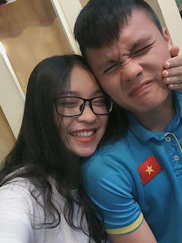 Nhật Lê và bạn trai Quang Hải.