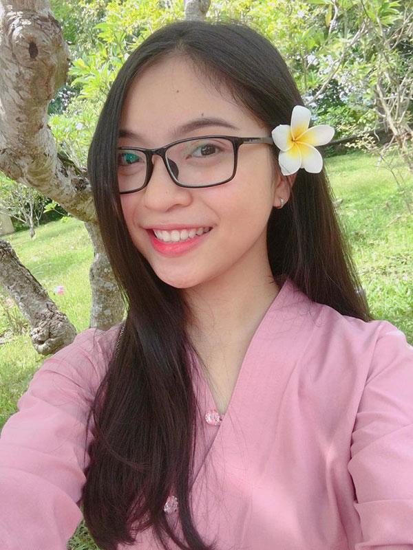 5 cô bạn gái xinh xắn, sành điệu như hot girl của 5 cầu thủ U23 Việt Nam 4