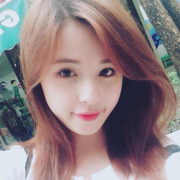 5 cô bạn gái xinh xắn, sành điệu như hot girl của 5 cầu thủ U23 Việt Nam 11