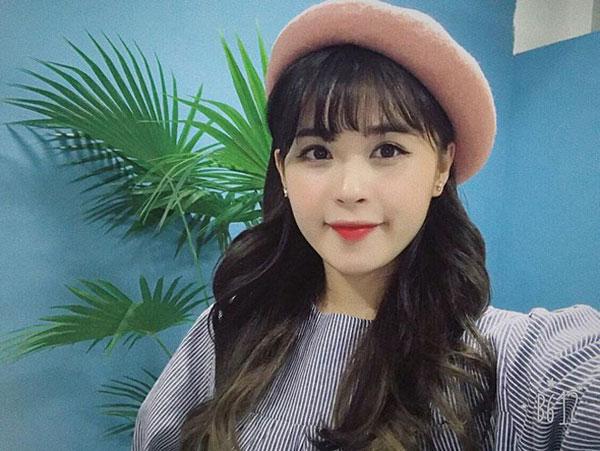 5 cô bạn gái xinh xắn, sành điệu như hot girl của 5 cầu thủ U23 Việt Nam 13