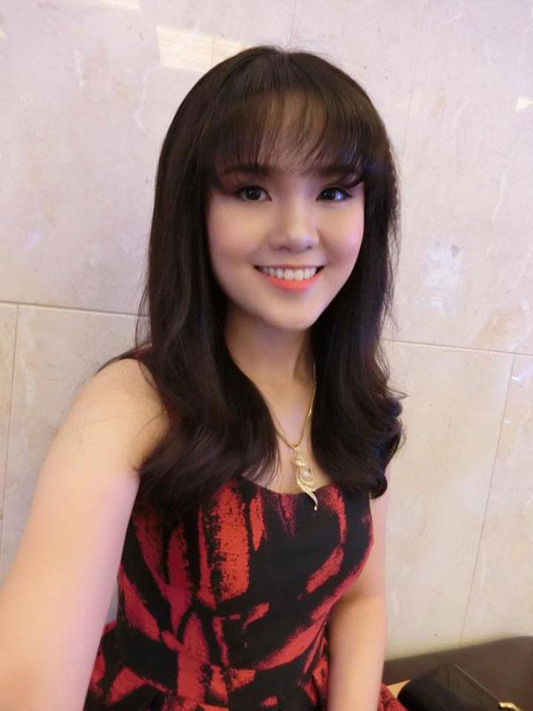 Quỳnh Anh có gương mặt bầu bĩnh dễ thương.