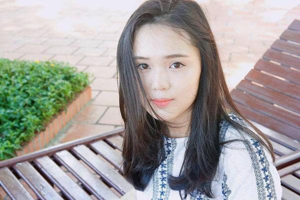 5 cô bạn gái xinh xắn, sành điệu như hot girl của 5 cầu thủ U23 Việt Nam 19