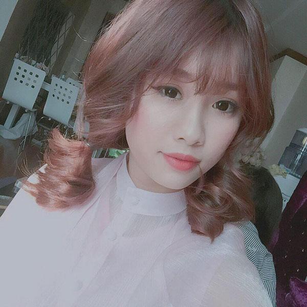 5 cô bạn gái xinh xắn, sành điệu như hot girl của 5 cầu thủ U23 Việt Nam 26