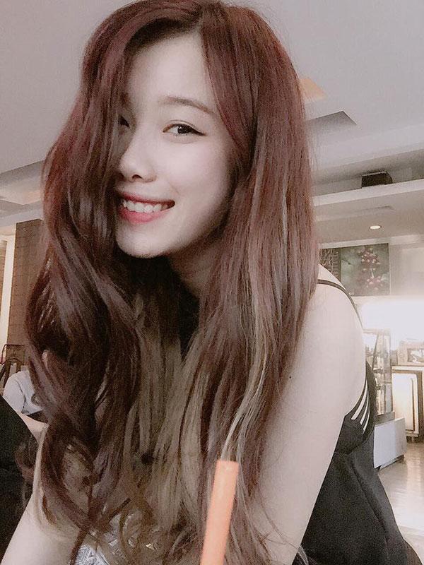 5 cô bạn gái xinh xắn, sành điệu như hot girl của 5 cầu thủ U23 Việt Nam 28