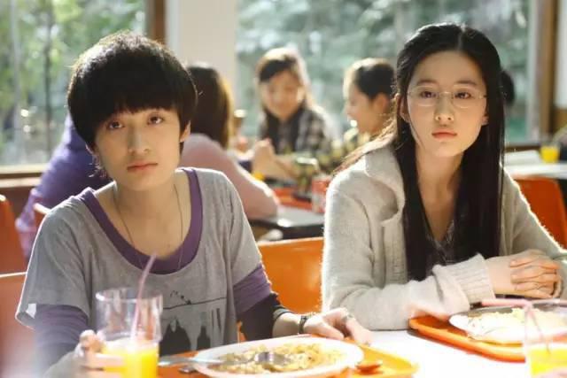Lưu Diệc Phi và Tăng Dật Khả được cho là có thời gian dài thân thiết đến mức dư luận nghi nhờ hai người yêu nhau.