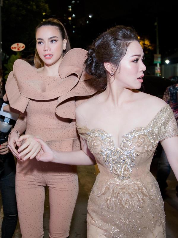 Hồ Ngọc Hà lái siêu xe, diện jumpsuit khoe body gợi cảm bên Nhật Kim Anh 1