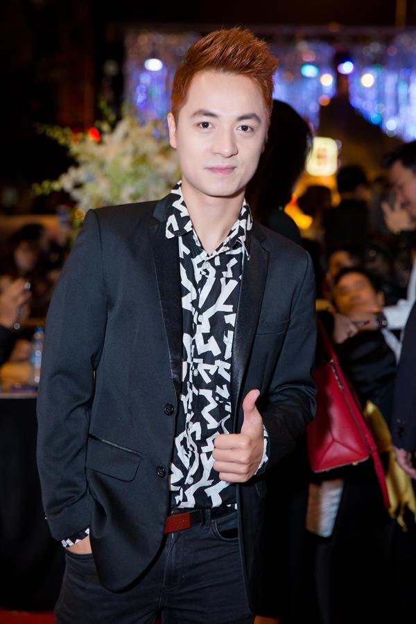 Hồ Ngọc Hà lái siêu xe, diện jumpsuit khoe body gợi cảm bên Nhật Kim Anh 5