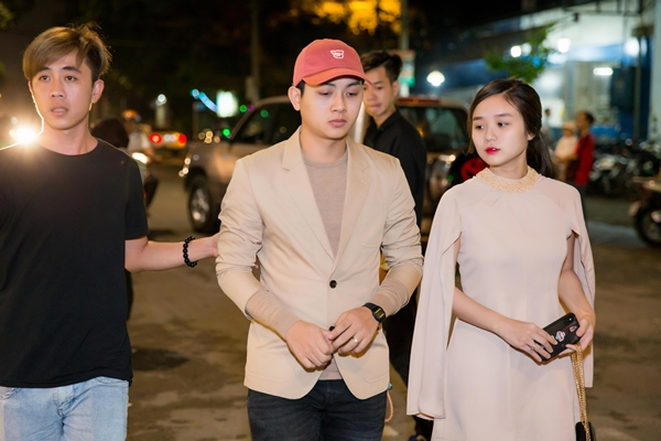 Hồ Ngọc Hà lái siêu xe, diện jumpsuit khoe body gợi cảm bên Nhật Kim Anh 3