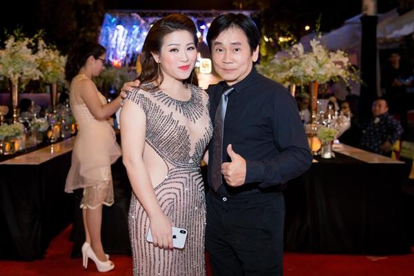 Hồ Ngọc Hà lái siêu xe, diện jumpsuit khoe body gợi cảm bên Nhật Kim Anh 7