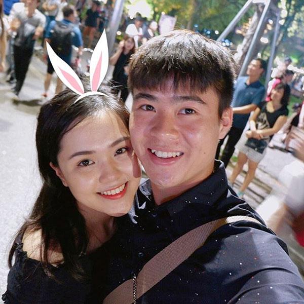Quỳnh Anh và Duy Mạnh yêu nhau gần2 năm vàđược ví làcặp đôi trai tài - gái sắc trong làng bóng đá Việt Nam