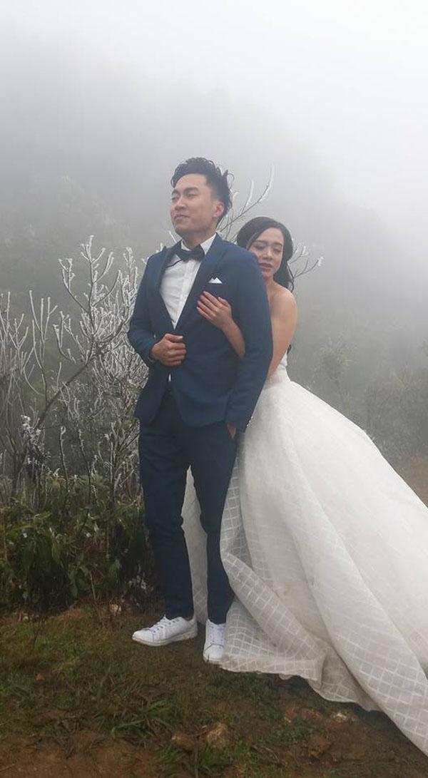 Bức ảnh cặp đôi chụp ảnh cưới giữa thời tiết giá lạnh lan truyền trên mạng xã hội.