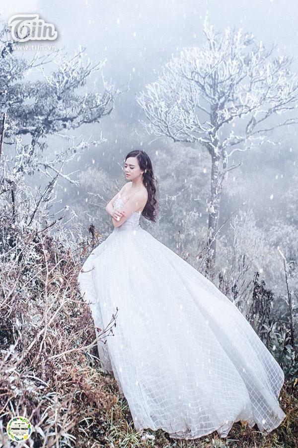 Cô dâu đẹp tựa nữ hoàng băng giá.