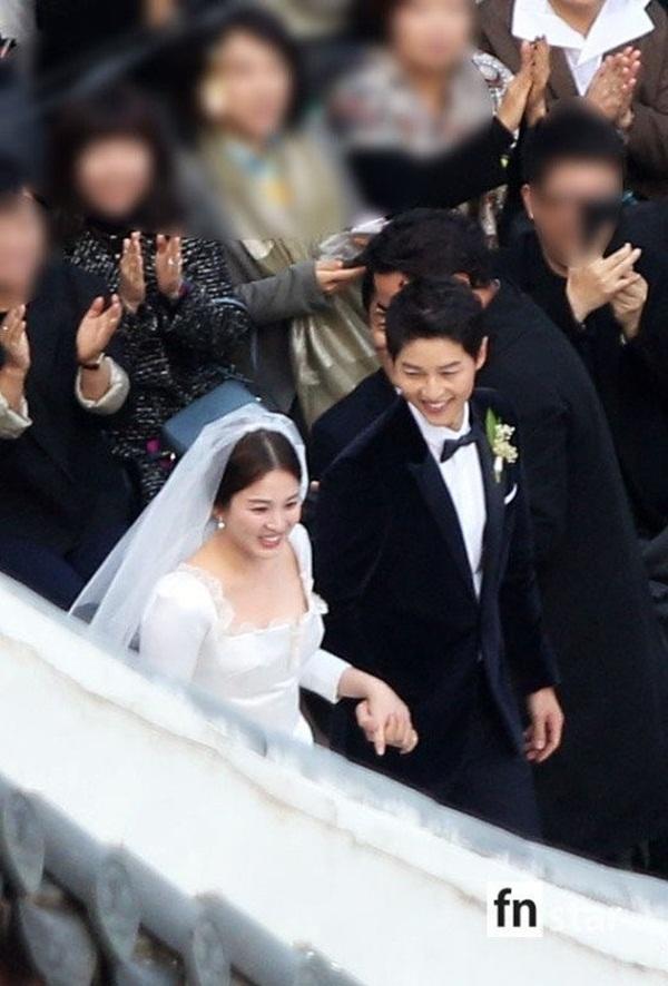 Đám cưới trong mơ của cặp đôi diễn viên chính càng khiến bộ phim 'hot' hơn bao giờ hết.