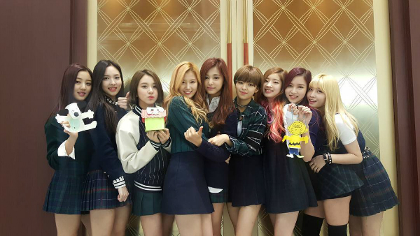 9 cô gái xinh đẹp của nhóm Twice