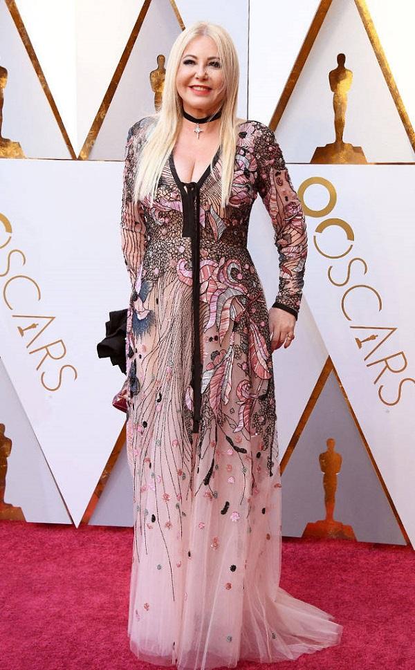 Một trang phục hết sức 'í ẹ' của nhà làm phim Monika Bacardi.
