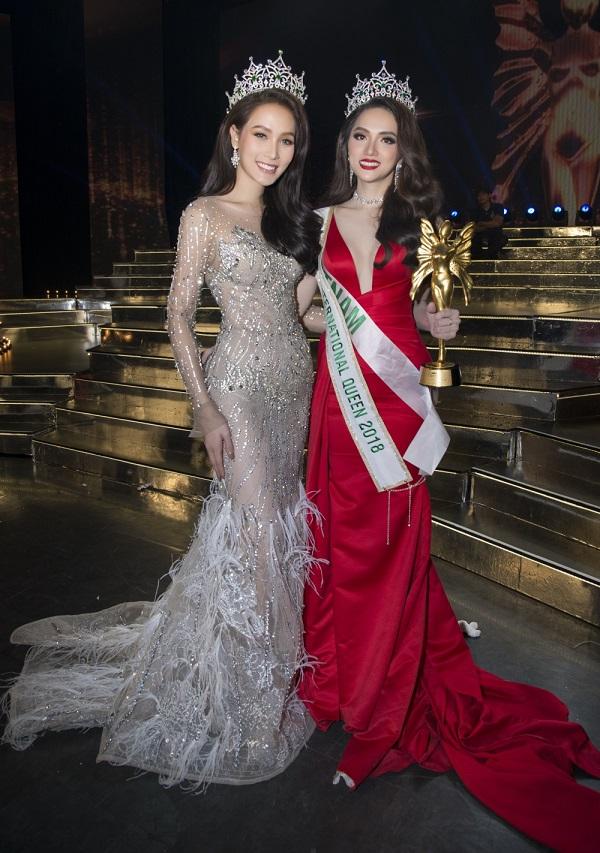 Hương Giang khoe sắc bên cạnh Hoa hậu Chuyển giới Quốc tế 2017