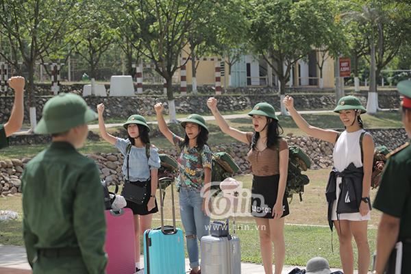 Hương Giang Idol, Mai Ngô, Khả Ngân và Nhung Gumiho trong ngày đầu tham gia Sao nhập ngũ.