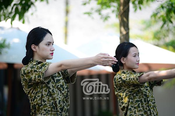 Hot-trend nhập ngũ: Cùng chiêm ngưỡng Hương Giang khoẻ khoắn trong bộ quân phục 3